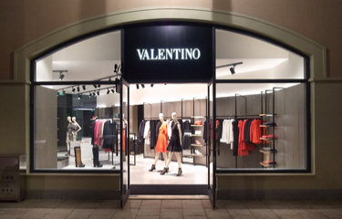 1-Valentino-Outlet-Cover